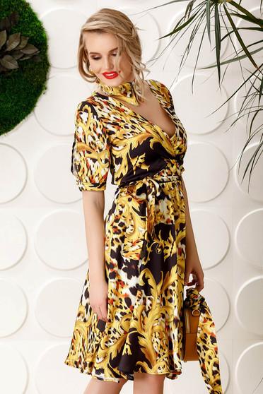 Mustar PrettyGirl hétköznapi elasztikus csípővel harang ruha v-dekoltázzsal övvel ellátva szatén anyagból