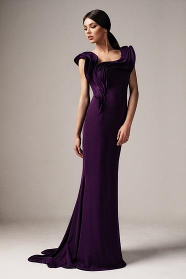 Lila Ana Radu alkalmi hosszú szirén tipusú ruha szűk szabás fodrok a dekoltázs vonalánál
