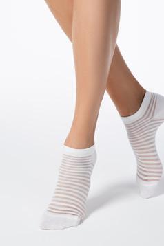 Fehér zoknik rugalmas pamut lekerekitett sarokkal