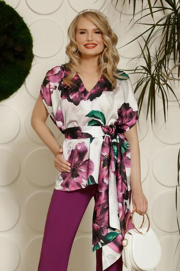 Lila PrettyGirl elegáns bő szabású női blúz szatén anyagból virágmintás díszítéssel övvel ellátva