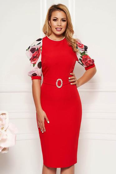 Piros PrettyGirl elegáns ceruza ruha gyöngy díszítéssel övvel ellátva