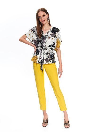 Barackvirágszínű Top Secret bő szabású női ing rövid ujjakkal v-dekoltázzsal virágmintás díszítéssel lenge anyagból
