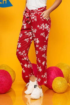 Piros Top Secret casual nadrág zsebekkel lenge anyagból virágmintás díszítéssel