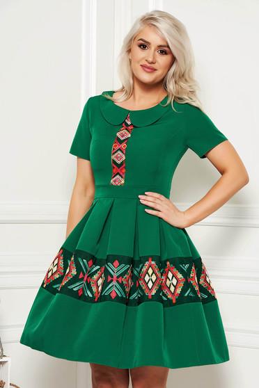 07a8589459 Zöld elegáns hétköznapi harang ruha rövid ujjakkal kerek gallér hímzett