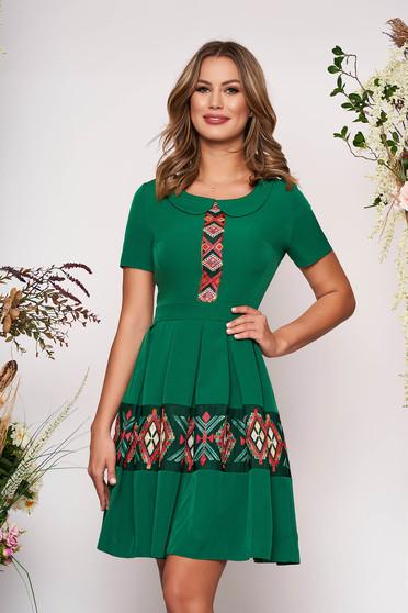 Zöld elegáns hímzett rövid hétköznapi harang ruha rövid ujjakkal kerekített gallérral