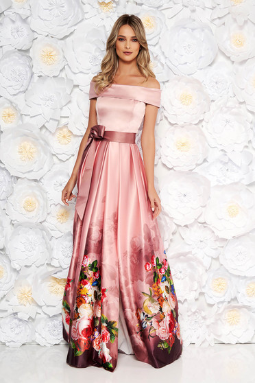 Világos rózsaszín alkalmi harang ruha szatén anyagból virágmintás váll nélküli