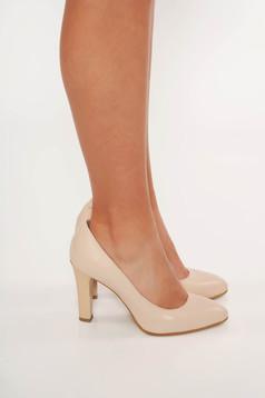 Bézs elegáns cipő magassarkú enyhén hegyes orral