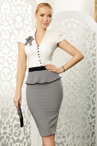 Fehér Fofy elegáns pamutból készült női ing szűk szabású rövid ujjakkal bross kiegészítővel