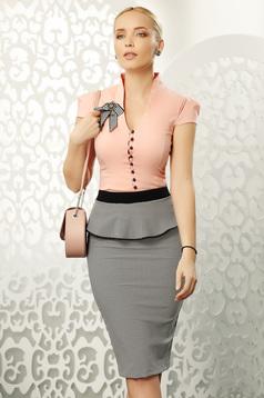 Barackvirágszínű Fofy elegáns pamutból készült női ing szűk szabású rövid ujjakkal bross kiegészítővel