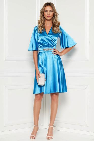 Kék alkalmi StarShinerS ruha szatén anyagból béléssel övvel ellátva strasszos kiegészítővel ellátott