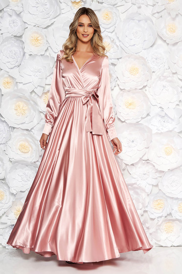 Világos rózsaszín LaDonna alkalmi hosszú harang ruha elasztikus csípővel szatén anyagból