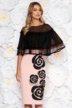 Rózsaszínű LaDonna alkalmi midi ceruza ruha fodrok a mellrészen