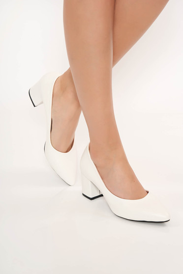 Fehér cipő vastag sarok enyhén hegyes orral