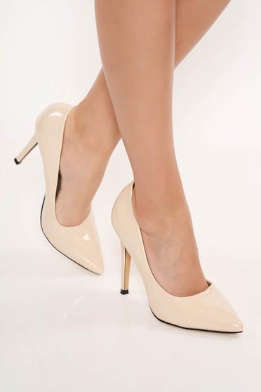 Krém elegáns cipő enyhén hegyes orral