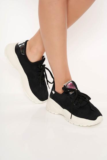Fekete sport cipő fűzővel köthető meg casual