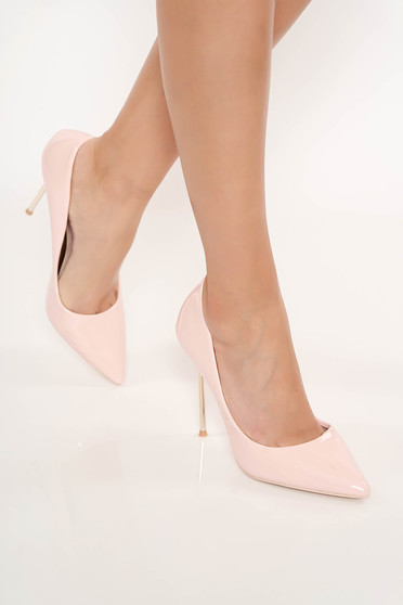 Világos rózsaszín elegáns cipő lakkozott öko bőr enyhén hegyes orral magassarkú