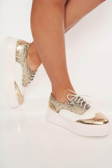 Barna casual műbőr cipő fűzővel köthető meg