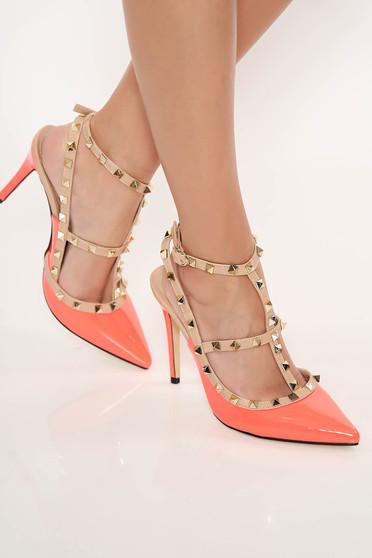 Korall stiletto magassarkú fémes szegecsekkel cipő lakkozott öko bőr