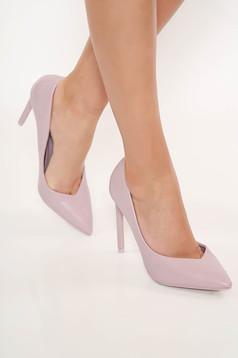 Lila elegáns magassarkú cipő enyhén hegyes orral