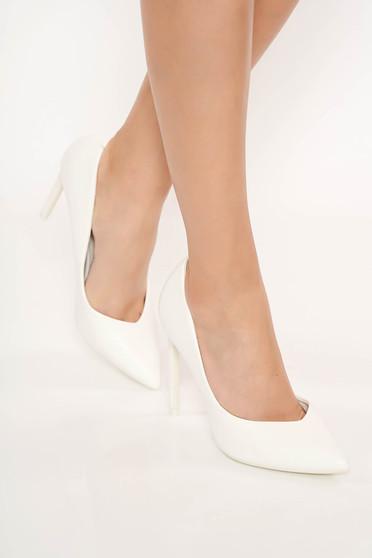 Elegáns fehér magassarkú cipő