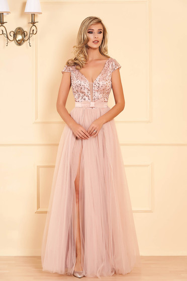 Világos rózsaszín alkalmi mellrésznél szivacsos hátul kivágott hosszú harang ruha