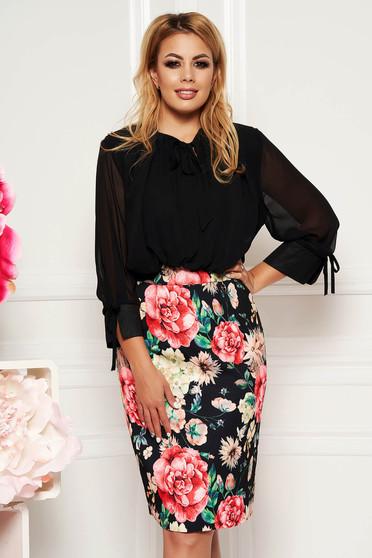 Fekete elegáns hétköznapi midi ceruza ruha háromnegyedes ujjú virágmintás díszítéssel