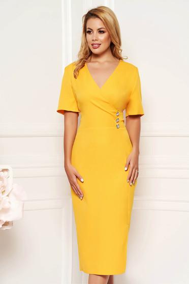 Sárga elegáns hétköznapi midi ruha karcsusított szabás dekoltált finom tapintású anyag