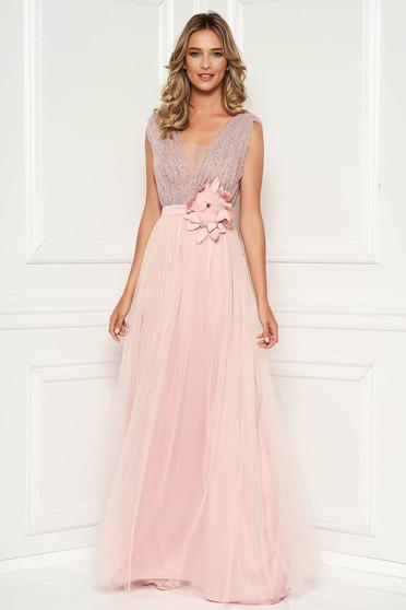 165593d743 Világos rózsaszín alkalmi ruha strassz köves díszítés mély dekoltázs