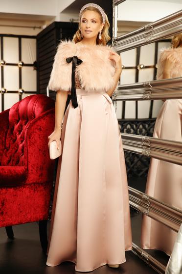 Világos rózsaszín alkalmi harang ruha v-dekoltázzsal szatén anyagból flitteres díszítés