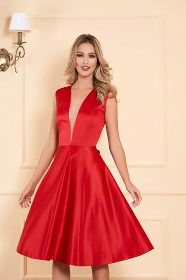 Piros alkalmi aszimetrikus harang ruha mély dekoltázs szatén