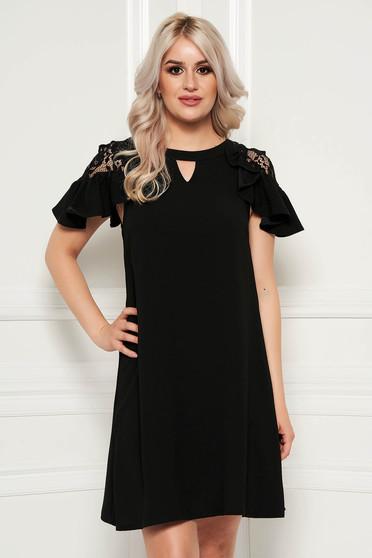 0af78c2749 Fekete elegáns bő szabású rövid ujjú ruha csipke díszítéssel