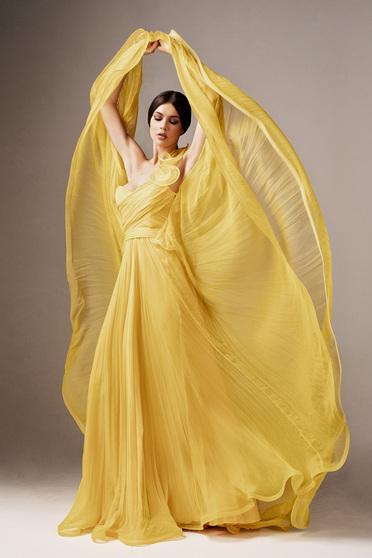 Sárga Ana Radu luxus hosszú mellrésznél szivacsos deréktól bővülő szabású ruha tüllből
