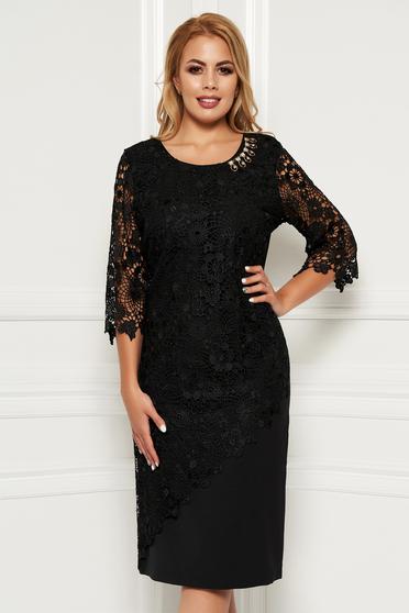 Fekete alkalmi midi ruha 3/4-es ujjakkal szűk szabás enyhén elasztikus szövet csipkés átfedés