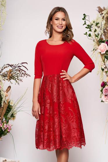 Piros elegáns midi harang ruha enyhén rugalmas anyag csipkés átfedés