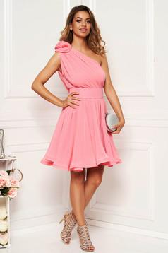 Rózsaszínű Ana Radu egy vállas fátyol harang ruha béléssel övvel ellátva