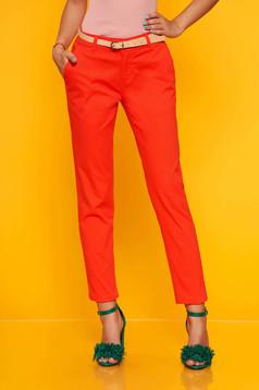 Piros elegáns nadrág öv típusú kiegészítővel