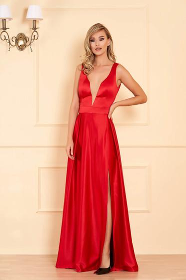 Piros alkalmi harang ruha szaténból mély v-dekoltázzsal