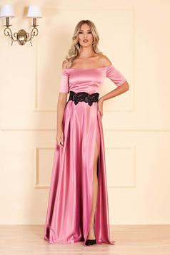 Alkalmi pink ruha szatén anyagból hímzett betétekkel harang hosszú