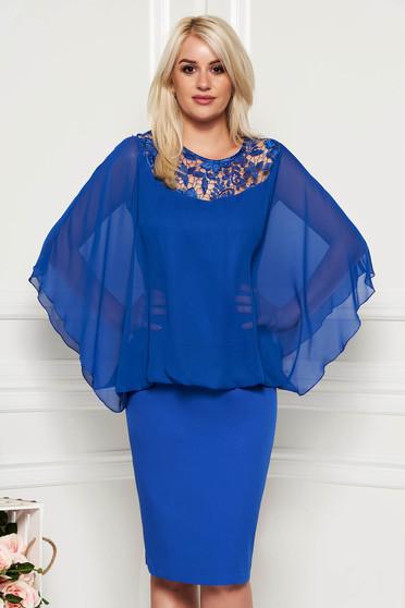 Kék alkalmi midi muszlin anyagátfedéses ruha csipke díszítéssel