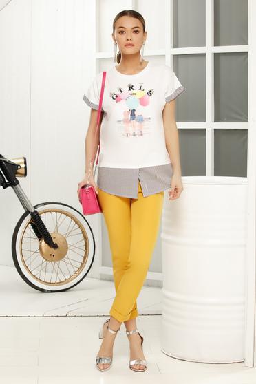 Fehér casual bő szabású póló pólónyak grafikai díszítéssel