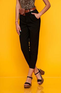 Fekete casual egyenes zsebes nadrág öv típusú kiegészítővel