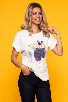 Fehér casual pamutból készült bő szabású póló kerekített dekoltázssal grafikai díszítéssel