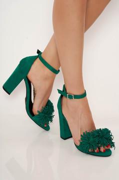 Zöld party vastag sarkú cipő vékony pántokkal