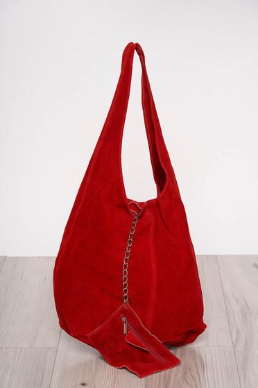 Piros közepes hosszúságú fülekkel ellátott táska