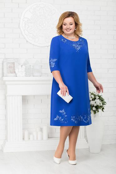 Kék alkalmi egyenes midi ruha kerekített dekoltázssal és strassz köves díszítéssel