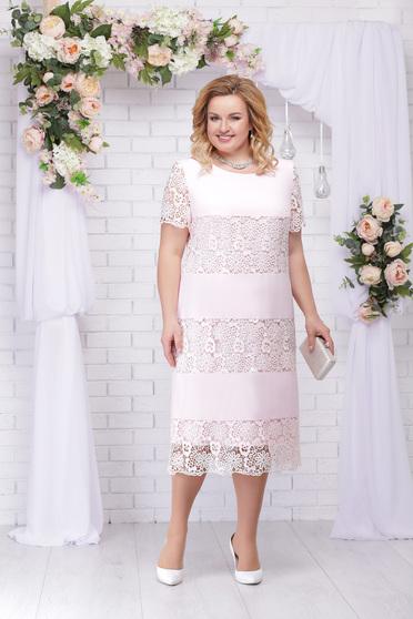 Rózsaszínű alkalmi elegáns egyenes ruha kerekített dekoltázssal csipkés anyagból