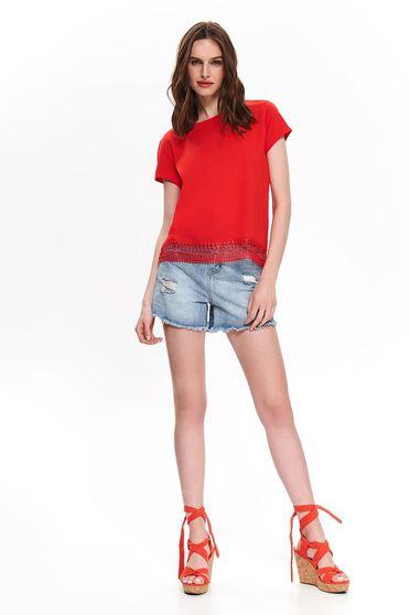 Piros casual bő szabású rövid póló kerekített dekoltázssal csipke díszítéssel