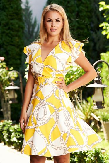 Sárga hétköznapi rövid harang ruha v-dekoltázzsal grafikai díszítéssel