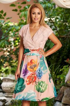 Világos rózsaszín hétköznapi midi harang virágmintás ruha szellős anyagból