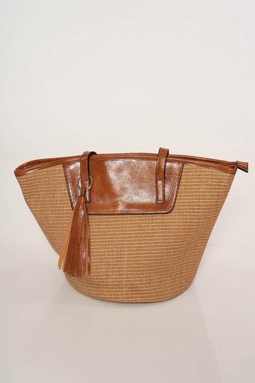 Cipzárral zárható bojtos táska